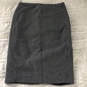 Merona Fitted skirt- Size 4